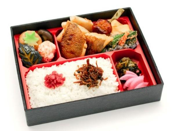 老舗日本料理店の焼き魚弁当